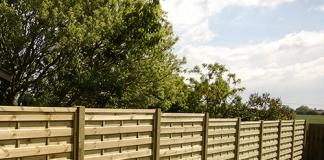 táblás fa kerítés